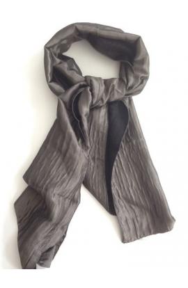 Sciarpa pashmina foderata con esterno colore antracite lucido interno unito nero 906 Galitzine